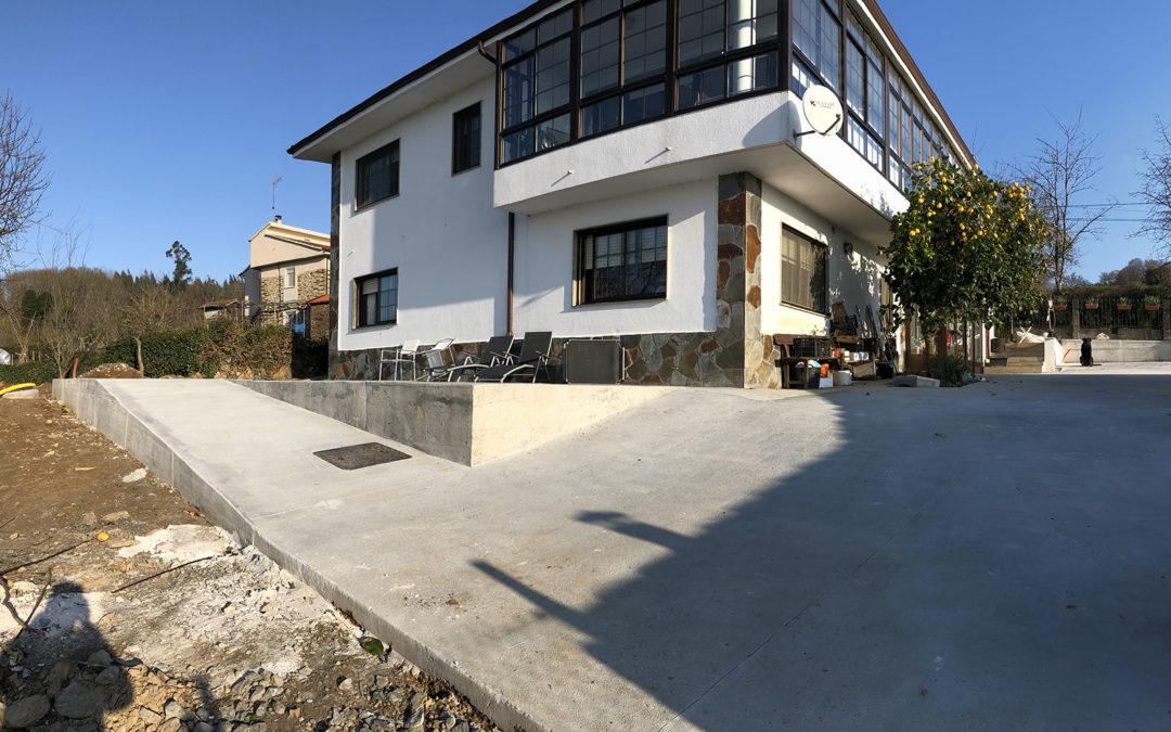 Obra: hormigonado de finca anexa a vivienda en Santiso